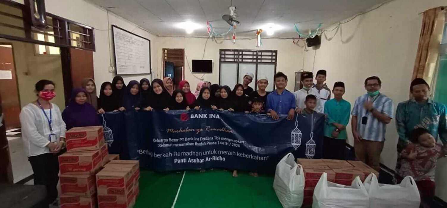 CSR program of PT. Bank Ina Perdana Tbk breaking the fast and Compensation at Ar-Ridho Orphanage